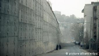 Eine Außenmauer des berüchtigten Evin-Gefängnisses in Teheran im Iran (Foto:dpa)