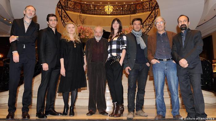اصغر فرهادی پس از موفقیتهای سالهای پیش به عنوان یکی از اعضای هیات داوران برلیناله ۲۰۱۲ برگزیده شد. سرپرستی هیات داوران را مایک لی، کارگردان و نمایشنامهنویس بریتانیایی برعهده داشت. بوعالم صنصال، نویسنده الجزایری، باربارا زوکووا، بازیگر آلمانی؛ شارلوت گینزبورگ، بازیگر و خواننده از فرانسه؛ جیک جیلنهال، بازیگر آمریکایی؛ فرانسوا اوزو، کارگردان فرانسوی و آنتون کوربین عکاس هلندی از دیگر اعضا بودند.