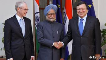 India's Prime Minister Manmohan Singh (C) shakes hands with European Commission President Jose Manuel Barroso (R) as European Council President Herman Van Rompuy watches, before their meeting during the EU-India summit in New Delhi February 10, 2012. India and the European Union (EU) have made substantial progress towards concluding a free trade deal, Rompuy said at an EU-India summit in New Delhi on Friday. REUTERS/B Mathur (INDIA)
