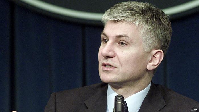 Serbien Ministerpräsident Zoran Djindjic 2002 (AP)