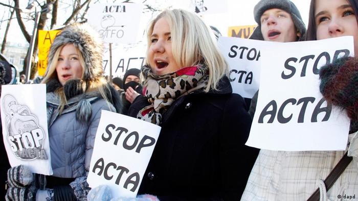 تظاهرات بر ضد توافقنامه اکتا در لیتوانی