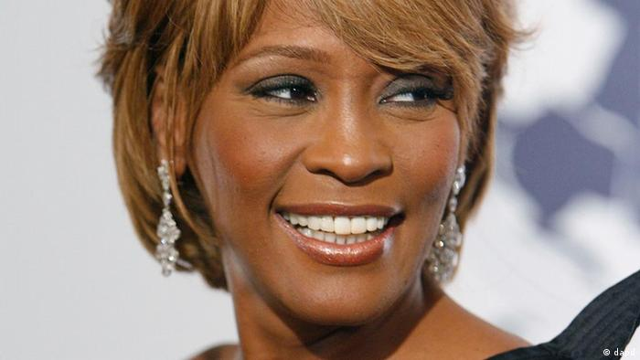 File- In this Oct. 28, 2006, file photo, musician Whitney Houston arrives at the 17th Carousel of Hope Ball benefiting the Barbara Davis Center for Childhood Diabetes in Beverly Hills, Calif. Houston died Saturday, Feb. 11, 2012, she was 48. (Foto:Matt Sayles/AP/dapd)