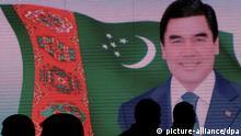 Besucher der Internationalen Messe Öl und Gas Turkmenistans 2011