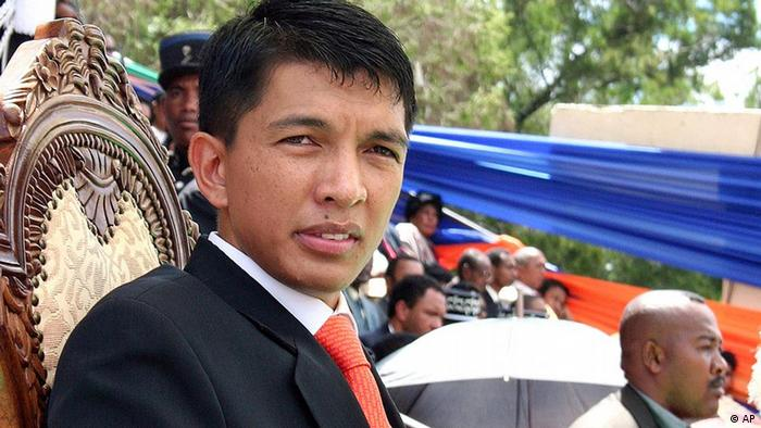 (080321) -- ANTANANARIVO, March 21, 2009 (Xinhua) -- Andry Rajoelina, former opposition leader, is sworn in as the president of the High Transitional Authority of Madagascar during an official ceremony held at a stadium in central Antananarivo, capital of Madagascar, March 21, 2009. Andry Rajoelina called for national reconciliation in a speech he made during his inaugural ceremony. (Xinhua/Wang Lu) (xjq)
