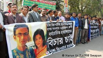 Journalists protest against the murder of the couple in Dhaka