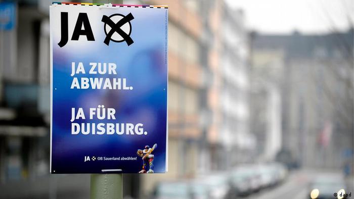 Плакат с призывом проголосовать за переизбрание главы Дуйсбурга