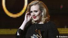 Singer Adele accepts her award for Best Pop Solo Performace at the 54th annual Grammy Awards in Los Angeles eingestellt von haz