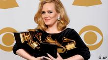 Adele poses backstage with her six awards at the 54th annual Grammy Awards on Sunday, Feb. 12, 2012 in Los Angeles. Adele won awards for best pop solo performance for Someone Like You, song of the year, record of the year, and best short form music video for Rolling in the Deep, and album of the year and best pop vocal album for 21. (Foto:Mark J. Terrill/AP/dapd)