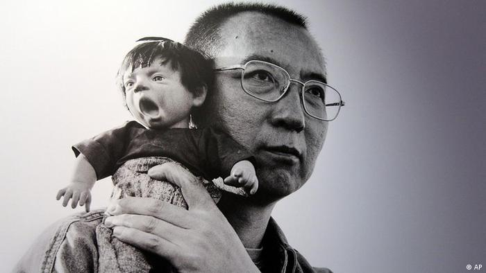 ***Das Pressebild darf nur in Zusammenhang mit einer Berichterstattung über die Ausstellung verwendet werden*** This Tuesday, Feb. 7 2012 photo shows 2010 Nobel Peace Prize winner Liu Xiaobo holding a doll in a detail of a photograph by his wife, Chinese artist Liu Xia on display at during a preview of The Silent Strength of Liu Xia exhibit at The Italian Academy in New York. The photos were spirited out of China just before Liu was placed under house arrest after her husband, imprisoned in 2009 for urging democratic reform, won the Nobel. Her works are censored in her native country. The exhibition opens Thursday, Feb. 9, 2012. (Foto:Mary Altaffer/AP/dapd)
