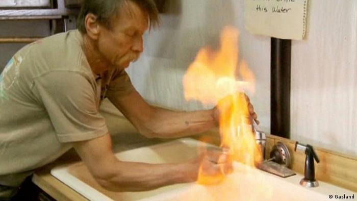 Brennendes Wasser aus Wasserhahn.