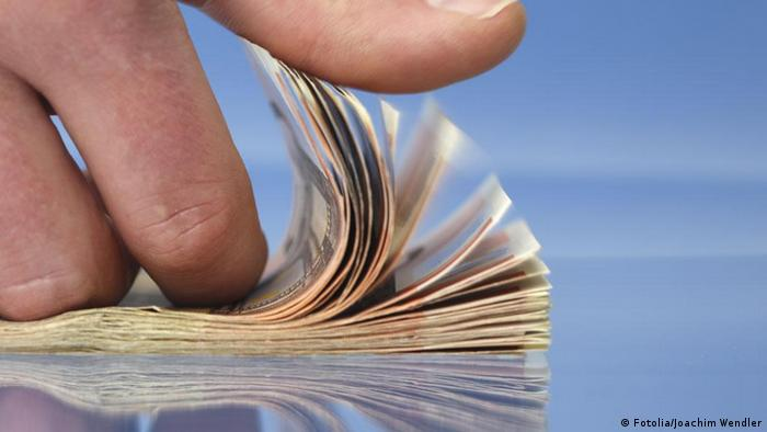 Symbolbild Geld zählen