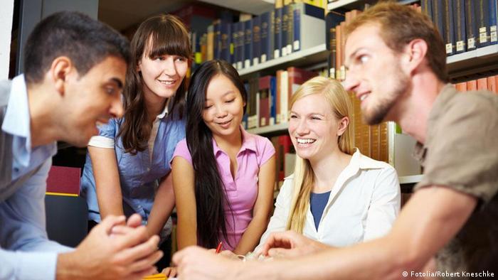 Studentisches Leben in Deutschland Gruppenarbeit Studenten (Fotolia/Robert Kneschke)