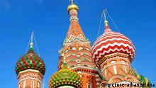 Zwiebeltürme der Basilius Kathedrale am Roten Platz in Moskau