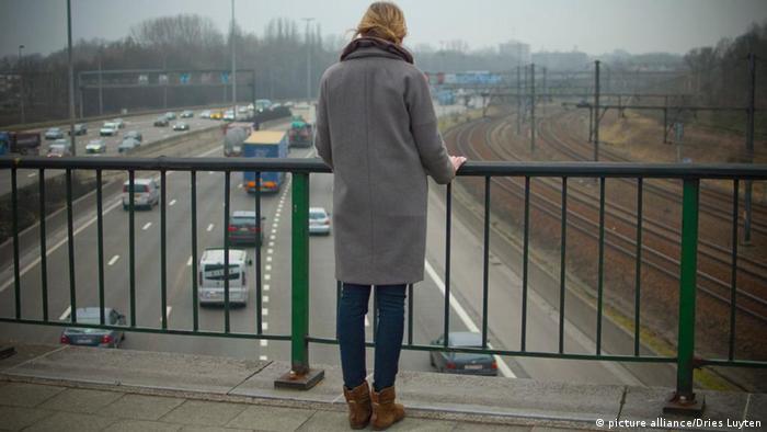Žena na mostu