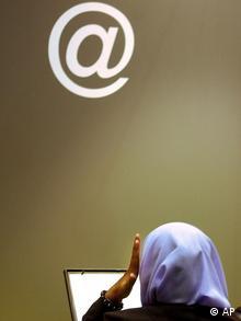 وبلاگنویسی در فضای مجازی پدیدهی دموکراتیزه کردن زندگی شخصی را پدید آورد