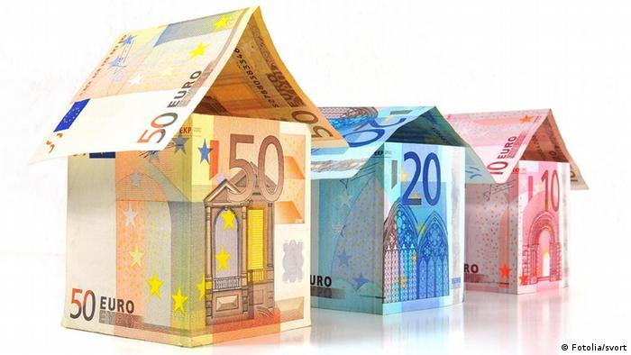 Houses made from bank notes Photo: Fotolia/svort