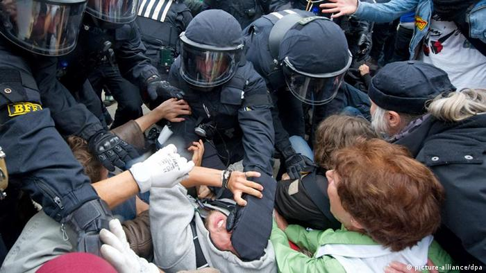 Preventing police brutality in Germany | Germany| News and in-depth  reporting from Berlin and beyond | DW | 03.03.2013
