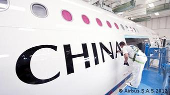 A worker paints the China Southern Airlines name on to an airplane © Airbus S.A.S 2012