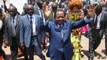 Cameroon Incumbent President, Paul Biya , wave to his supporters after casting his vote during the Presidential election in Yaounde, Cameroon, Sunday, Oct. 9. 2011. Cameroonian go to the polls Sunday to elect a new President (Foto:Sunday Alamba/AP/dapd)