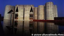 Bangladesch Parlament Gebäude in Dhaka Nachtaufnahme