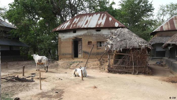 Frauen in einem Dorf im Distrikt Murshidabad im Bundesstaat West Bengalen (DW)