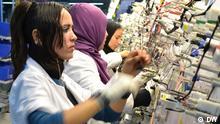 تونسيات يعملن في شركة ليوني بسوسة