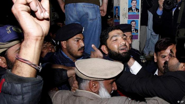 Conservative Pakistani lawyers greet the assassin of Punjab's former governor Salman Taseer as he arrives at a court in Islamabad, Pakistan, Wednesday, Jan. 5, 2011 (Photo: AP Photo/B.K. Bangash)