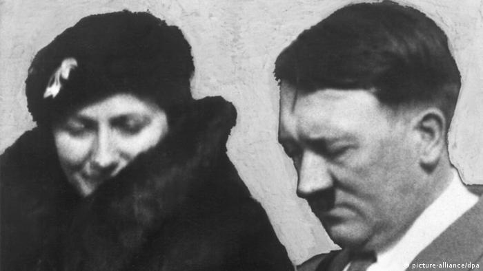 Winifred Wagner and Adolf Hitler (picture-alliance/dpa)