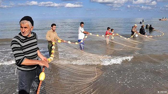 دریای خزر، کاهش گردشگران و نابودی صیادی | اقتصاد | DW | 18.02.2012
