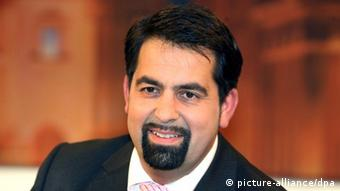 Der Vorsitzende des Zentralrats der Muslime Aiman Mazyekc) dpa - Bildfunk+++