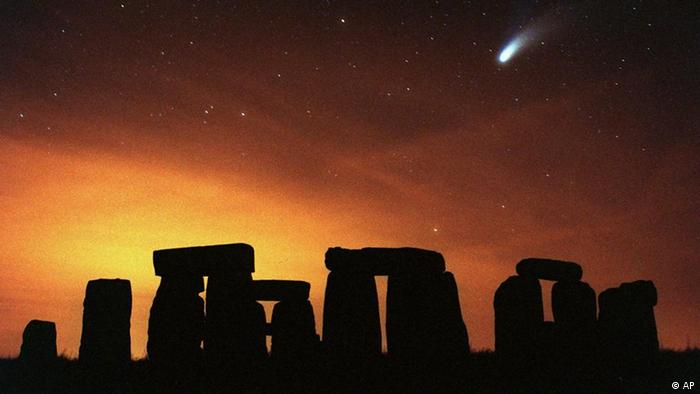 AP Iconic Images Komet Hale-Bopp über Stonehenge