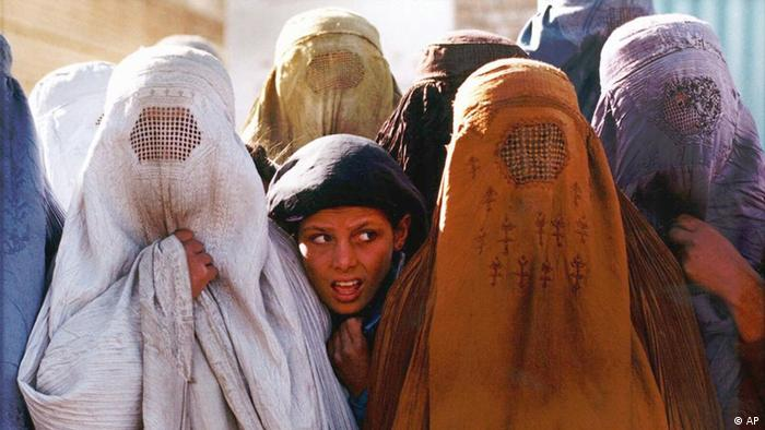 AP Iconic Images Afghanistan Frauen in Burkas (AP)