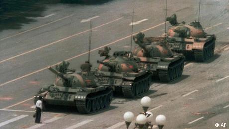 AP Iconic Images China Tiananmen Demonstration Mann vor Panzer (AP)