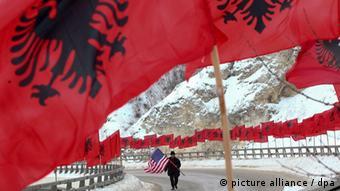 Kosovo Albaner mit US Flagge