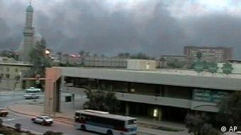 بغداد پس از اصابت بمب سنگرشکن در ۲۸ مارس ۲۰۰۳