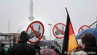 An anti-Islam protest in Germany (Photo: Revierfoto/ Roy Gilbert dpa/lnw)