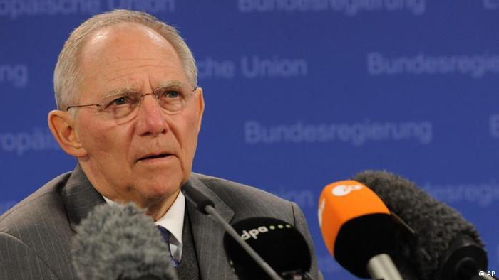 German Finance Minister Wolfgang Schaeuble speaks during a media conference after a meeting of eurozone finance ministers at the EU Council building in Brussels on Tuesday, Feb. 21, 2012. After more than 12 hours of talks, the countries that use the euro agreed early Tuesday to hand Greece euro130 billion ($170 billion) in extra bailout loans to save it from a potentially calamitous default next month, an European Union diplomat said. (Foto:Thierry Charlier/AP/dapd).