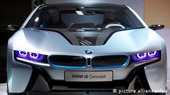 BMW теж робить ставку на електромобільність