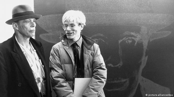 Die Künstler Andy Warhol und Joseph Beuys