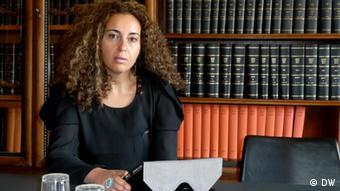 Kismet El Sayed, 36-jährige ägpytische Journalistin, die einen Online-Fernstudiengang für Medienmanager an der DUW Berlin von 2011 bis 2012 belegt (Foto: DW)
