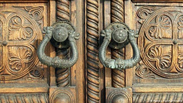 Tür der Alexander Nevsky Kathedrale
