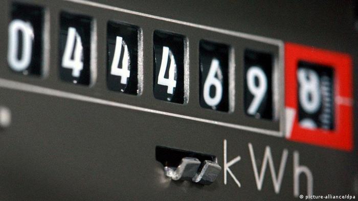 Symbolbild steigender Strompreis Stromzähler