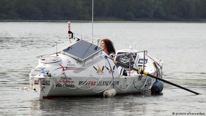 Janice Jakait in ihrem Ruderboot (Foto: dpa)