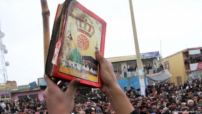 با گذشت دو روز از انتشار خبر سوزاندن قرآن و کتب مذهبی در پایگاه نظامی بگرام، دامنه تظاهرات اعتراضی در افغانستان گستردهتر شده و تا کنون در شهرهای گوناگون این کشور، دستکم چهار نفر کشته و ۲۰ نفر مجروح شدهاند.