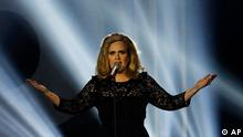 Adele performs during the Brit Awards 2012 at the O2 Arena in London, Tuesday, Feb. 21, 2012. (Foto:Joel Ryan/AP/dapd)