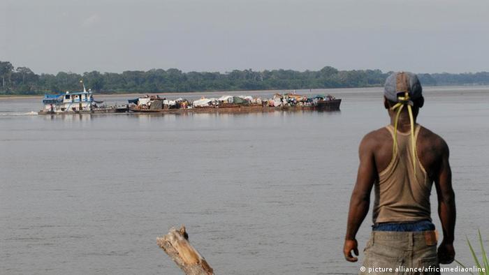 Kongo Zentralafrika Bangui Fluss Flussverkehr (picture alliance/africamediaonline)