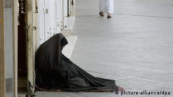 Königreich Saudi-Arabien Bettler auf der Straße in Riad