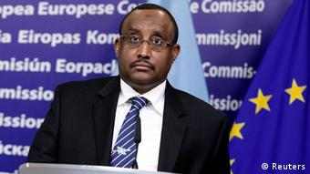 Somalia's Prime Minister Mohamed Ali Abdiweli attends a news conference after meeting with European Commission President Jose Manuel Barroso at the Commision's Headquarters in Brussels February 21, 2012. REUTERS/Sebastien Pirlet (BELGIUM - Tags: POLITICS)