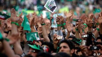 میرحسین موسوی، زهرا رهنورد و مهدی کروبی ۱۸ ماه است که در حبس خانگی به سر میبرند