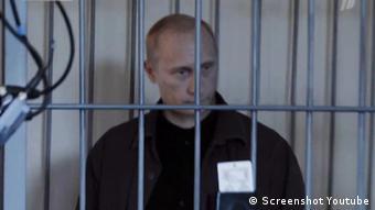 Смонтированный кадр из пародийного ролика Арест Владимира Путина: репортаж из зала суда.